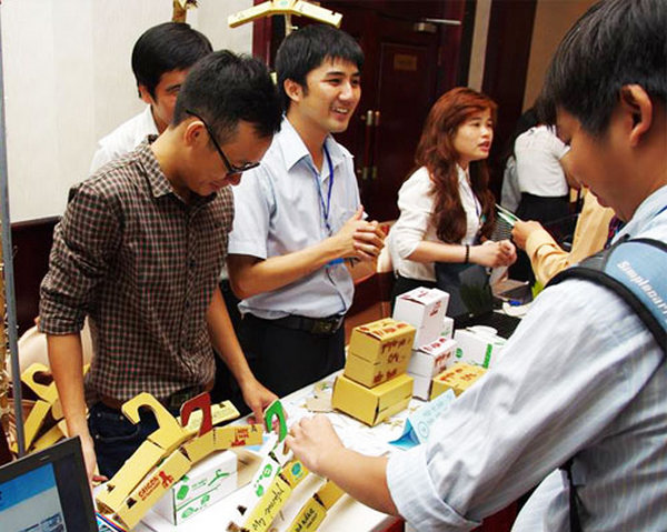 giới thiệu sản phẩm ở hội thảo để tìm kiếm khách hàng