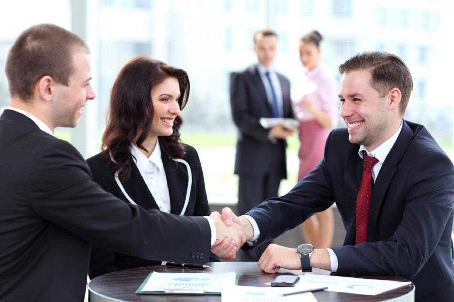 15 cách giao tiếp với khách hàng mà nhân viên kinh doanh cần biết