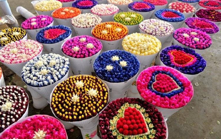 Với đôi tay tài hoa, các chủ shop kinh doanh hoa tươi có thể tạo ra những tác phẩm đẹp diệu kỳ